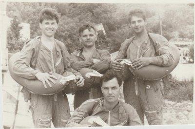 Стоят: Соколов Андрей, Подлесный Геннадий и Власюк Сергей. Ботьев Сергей