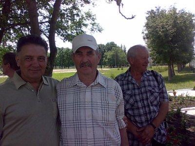 12 июня 2010г. В. Семенюта в объятиях любимого старшины Муллера