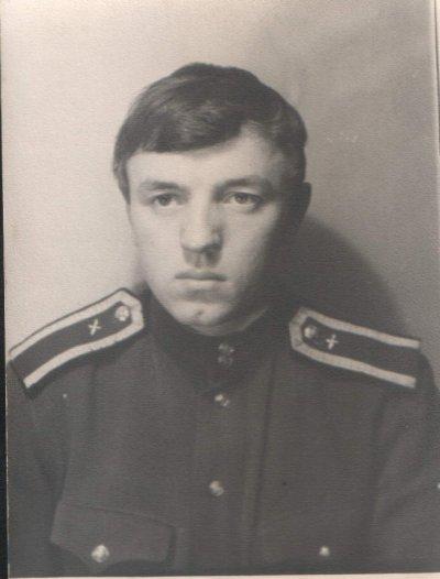 Весенние экзамены 1964г. в Чугуеве позади.Завтра убываем на л/практику в Купянск.На фото Пол.ВМ.