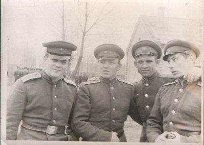 В увольнение в Купянск-Узловой. С.Майстренко В.Полняков (ххх) А.Кузнецов 1964г.