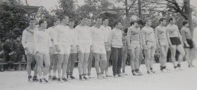 4-й слева В.Яганов, 8-й А.Сиников, 10-й В.Полняков - все 1965г/в.