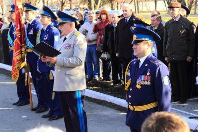 На переднем плане: Ком ВС Украины С.Онищенко(75) и командир бригады С.Бабенко(89)