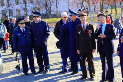 Выступает Герой Советского Союза заслуженный летчик-испытатель Г.К.Мосолов (48г)