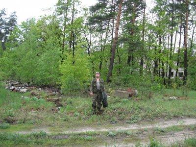 За моей спиной - место, где была курсантская казарма. Даже фундамента не осталось!