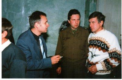 птыца говорун Василий Коханевич и покорные слухатели--В.Самойлов и В.Коропецкий