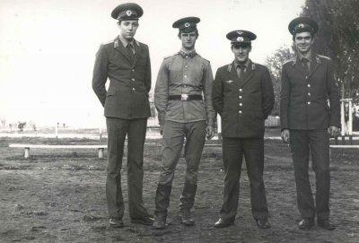 курсанты Пущин,Немчик,Скрыпник и их инструктор Макаров А.