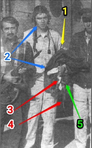 """в центре - САМЫЙ ПЕРВЫЙ (он - на МиГ-21БИС, трое летчиков ФА до него погибли в кабинах Су-17М3, МиГ-21БИС, МиГ-21Р, не использовав катапультное кресло по уже неизвестным причинам) в истории ВВС СССР НА ВОЙНЕ (САМОЙ ПЕРВОЙ) КАТАПУЛЬТИРОВАВШИЙСЯ И ВЫЖИВШИЙ В РАЙОНЕ ЦЕЛИ летчик 115гв.иап (Кокайты) капитан Леонид Проказин (начальник штаба аэ, КВВАУЛ-73). На фото слева от него с АКМ и """"в пиджаке"""" - преподаватель языка фарси душанбинского университета, возвращался с другим преподавателем из """"командировки"""" в глухой кишлак на вертолете Ми-8МТ  (КВС командир аэ м-р Туктарев, представлялся к награде за спасение летчика, но... по непонятной причине не награжден). """"Крайний правый"""" на фото - """"правак"""", замкомэска (штурман аэ) Лебедев в кожаной куртке. Снимок сделан в Файзабада через полчаса после 20-минутного """"зависания"""" выше 3000м на крутом склоне между """"наступающими"""" снизу """"духами"""" и беспомощными Ми-8Т (двигатели на этой высоте по тяге не могли зависнуть и тем более """"уткнуться"""" хотя бы одним колесом на склоне высокогорья. Но """"прилетел вдруг волшебник на другом вертолете (Ми-8МТ) и сумел """"притулиться"""" на каменном склоне - и бесплатно, почти """"как в кино"""", с д нем рожденья поздравил а потом уж доставил в Файзабада - на """"свой"""" аэродром""""! Разгоряченный и вспотевший после катапультирования, висения  над пропастью вниз головой  в запутанных стропах спасательного парашюта ПС-М и  """"слалома"""" вверх по крутым узким тропам горных козлов Проказин держит свою """"ободранную"""" кожанку (цифра 1). На шлемофоне сверху алюминиевый котелок ЗШ-3 (цифра 2) - йок (нет)! Все что """"нажито непосильным трудом"""" воюющего летчика на МиГ-21: АКС74У - 1 штука, """"магазины"""" с патронами 5,45мм к нему - 4 штука, 2-хлитровые фляги с питьевой водой - 2 штука и др.""""причандалы"""" для выживания на несколько дней - все! все """"загремело"""" на самое дно этого глубокого ущелья из порванной на острых камнях капроновой сумки-рюкзака НАЗ-7Б (под номером 5), обогнав  кувыркающегося на крутом склоне (градусов 50-60) впереди парашюта и ран"""